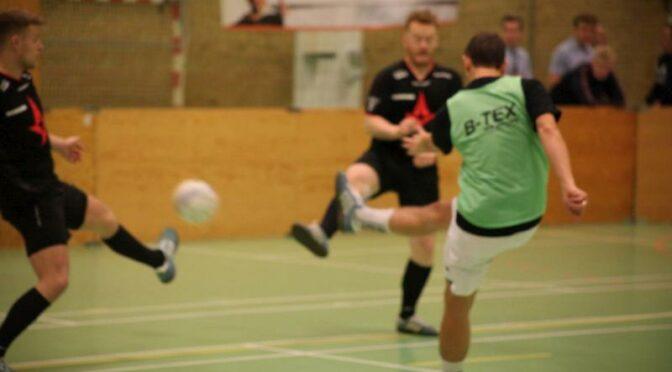 Firmafodbold rykkes til november